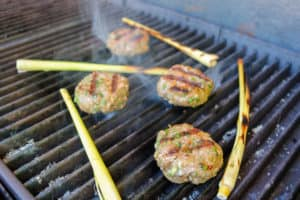 TEC Grills Burgers - Grilling the Pork Burgers with Lemongrass